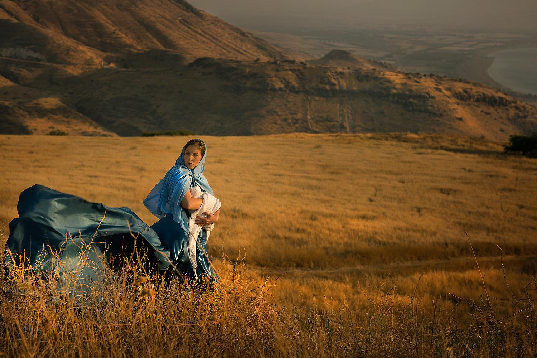 """""""״וַעֲתַלְיָה אֵם אֲחַזְיָהוּ רָאֲתָה כִּי מֵת בְּנָהּ, וַתָּקָם וַתְּאַבֵּד אֵת כָּל זֶרַע הַמַּמְלָכָה. וַתִּקַּח יְהוֹשֶׁבַע בַּת הַמֶּלֶךְ יוֹרָם אֲחוֹת אֲחַזְיָהוּ אֶת יוֹאָשׁ בֶּן אֲחַזְיָה, וַתִּגְנֹב אֹתוֹ מִתּוֹךְ בְּנֵי הַמֶּלֶךְ הַמּוּמָתִים, אֹתוֹ וְאֶת מֵינִקְתּוֹ, בַּחֲדַר הַמִּטּוֹת; וַיַּסְתִּרוּ אֹתוֹ מִפְּנֵי עֲתַלְיָהוּ, וְלֹא הוּמָת. וַיְהִי אִתָּהּ בֵּית ה' מִתְחַבֵּא שֵׁשׁ שָׁנִים, וַעֲתַלְיָה מֹלֶכֶת עַל הָאָרֶץ.״ מלכים ב יא ב"""""""