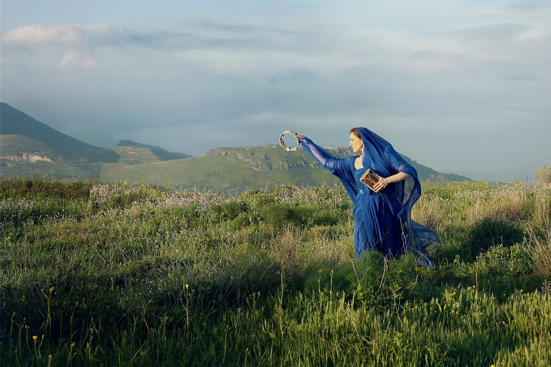 מרים הנביאה, ״וַתִּקַּח מִרְיָם הַנְּבִיאָה אֲחוֹת אַהֲרֹן, אֶת-הַתֹּף--בְּיָדָהּ; וַתֵּצֶאןָ כָל-הַנָּשִׁים אַחֲרֶיהָ, בְּתֻפִּים וּבִמְחֹלֹת.״ שמכות טו;כ