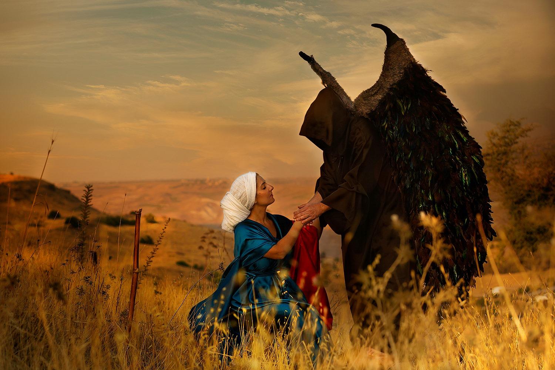 אשת מנוח ״וַיָּבֹא מַלְאַךְ הָאֱלֹהִים עוֹד אֶל-הָאִשָּׁה, וְהִיא יוֹשֶׁבֶת בַּשָּׂדֶה, וּמָנוֹחַ אִישָׁהּ, אֵין עִמָּהּ״ שופטים יג׳, ט