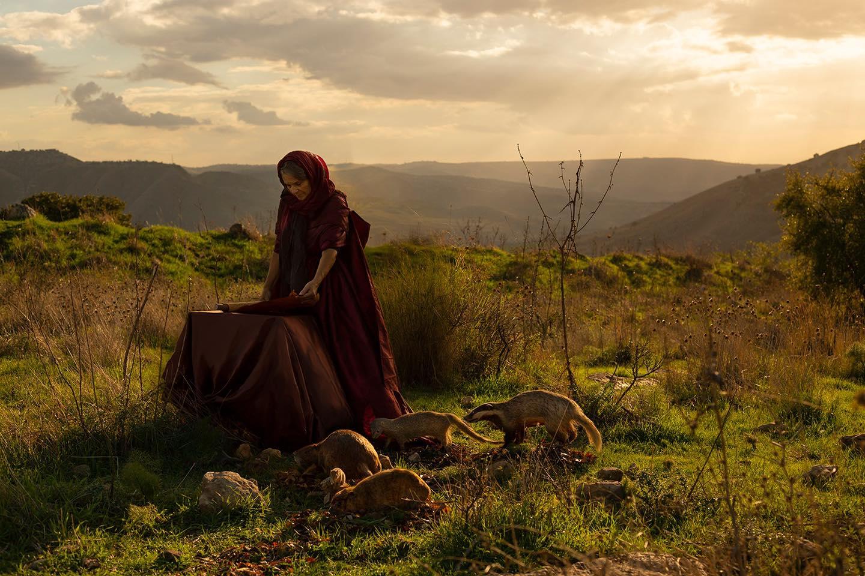 חולדה הנביאה ׳וַיֵּלֶךְ חִלְקִיָּהוּ הַכֹּהֵן וַאֲחִיקָם וְעַכְבּוֹר וְשָׁפָן וַעֲשָׂיָה, אֶל-חֻלְדָּה הַנְּבִיאָה אֵשֶׁת שַׁלֻּם בֶּן-תִּקְוָה בֶּן-חַרְחַס שֹׁמֵר הַבְּגָדִים׳ מלכים ב, כה, 14